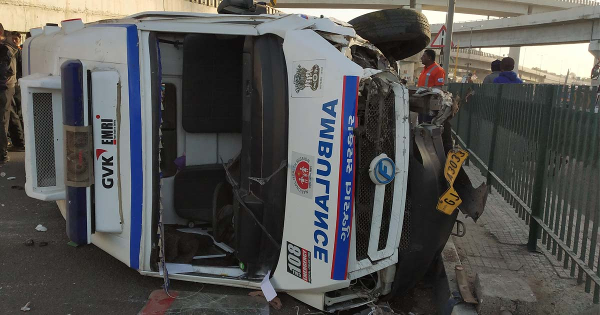 http://www.meranews.com/backend/main_imgs/108ambulancevan_porbandar-accident-of-108-ambulance-van-driver-and-emt-are_0.jpg?79?98