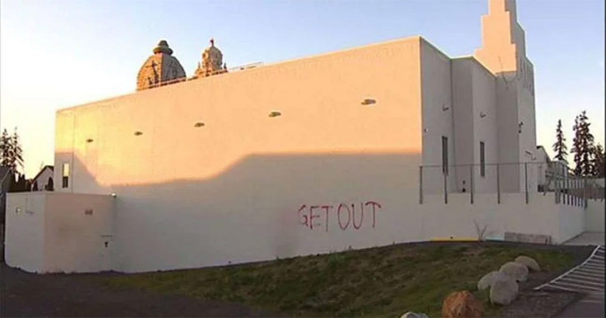 http://www.meranews.com/backend/main_imgs/1_lord-swaminarayan-temple-vandalized-in-usa_0.jpg?88
