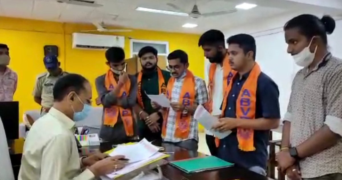 http://www.meranews.com/backend/main_imgs/ABVPSK_sabarkantha-abvp-surat-police-vir-narmad-uni-students-latest-news_1.jpg?50