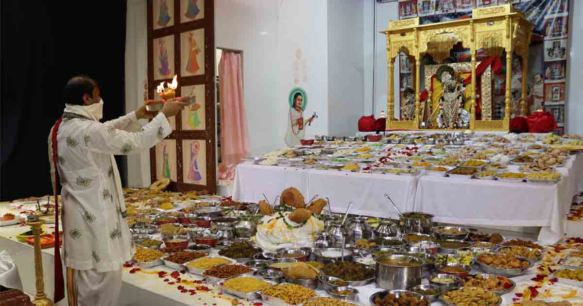 http://www.meranews.com/backend/main_imgs/ATLANTA4_annakut-darshan-gokuldham-haveli-usa-atlanta-hindu-templ_1.jpg?24?16
