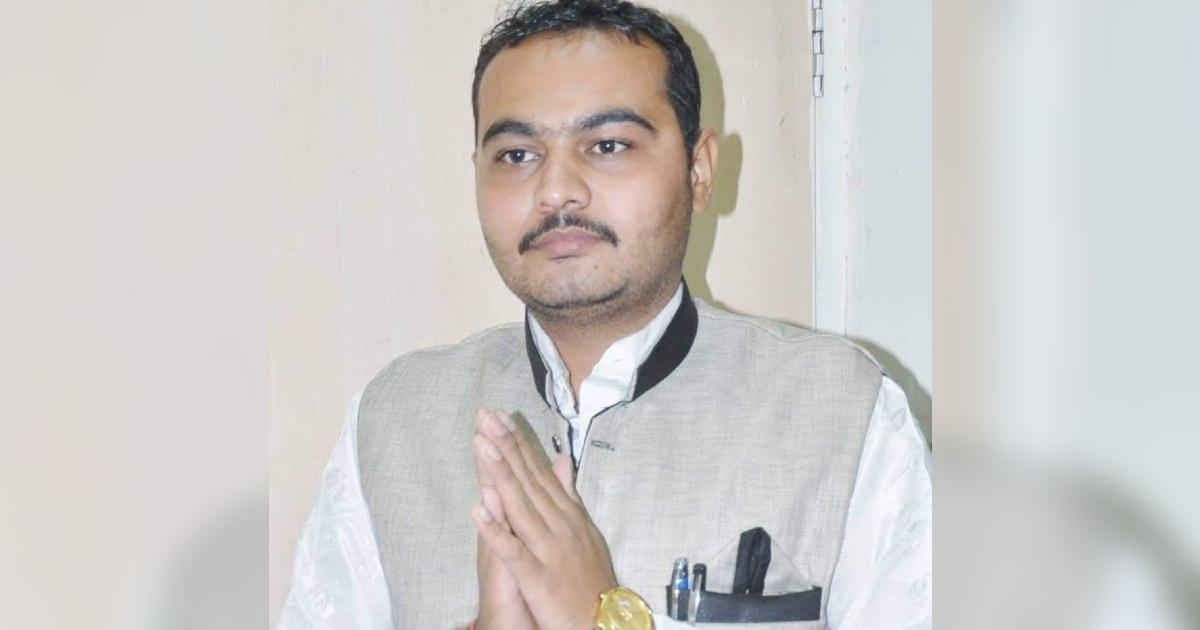http://www.meranews.com/backend/main_imgs/AadhaarScamRajkot_rajkot-fake-aadhar-card-aadhar-card-scam-congress-gujarat-police_0.jpg?64