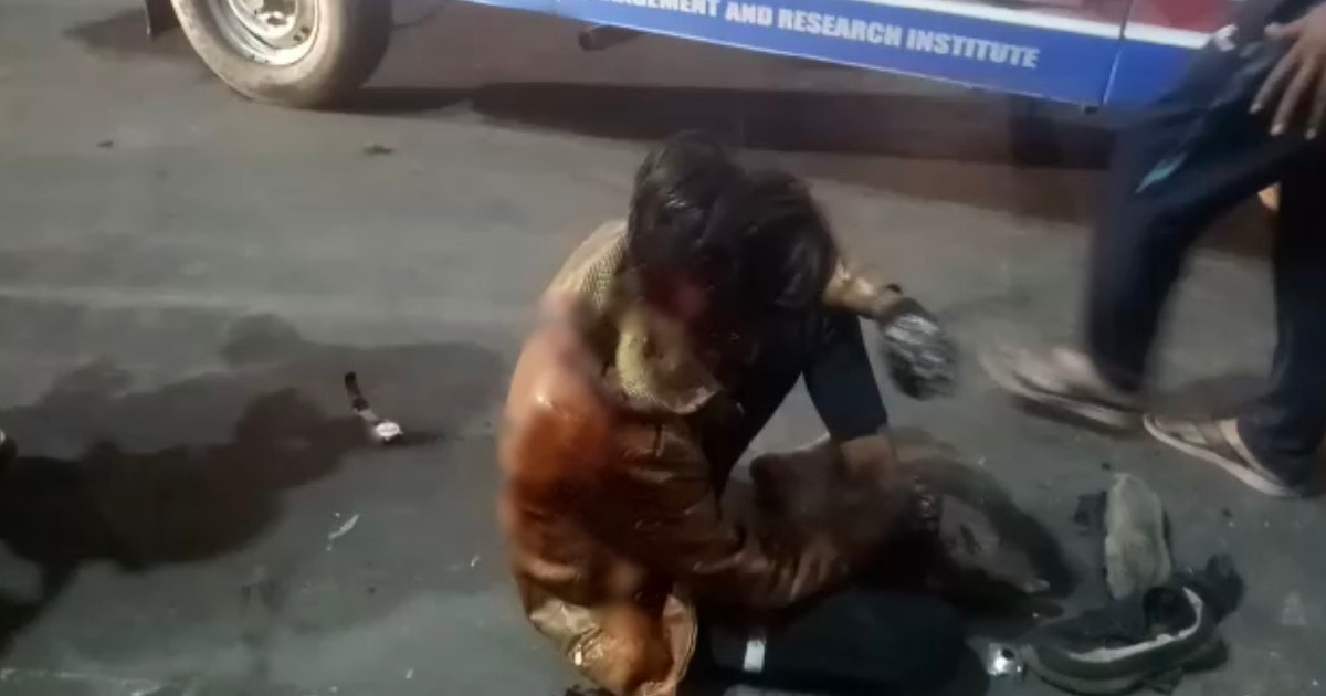 http://www.meranews.com/backend/main_imgs/AccidentHitAndRun_modasa-hit-and-run-car-bike-accident-road-accident-injured-gujarat-police_1.jpg?3