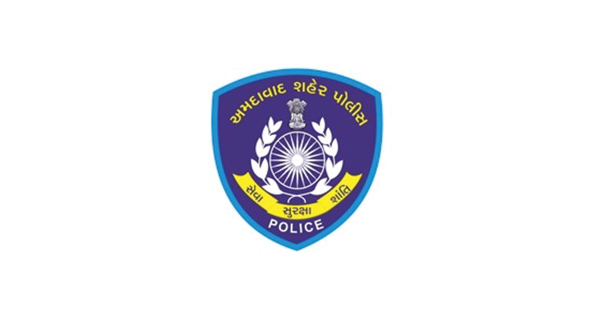 http://www.meranews.com/backend/main_imgs/Ahmedabad-police_why-did-ahmedabad-dcp-niraj-badgujar-suspend-two-psis_0.jpg?65