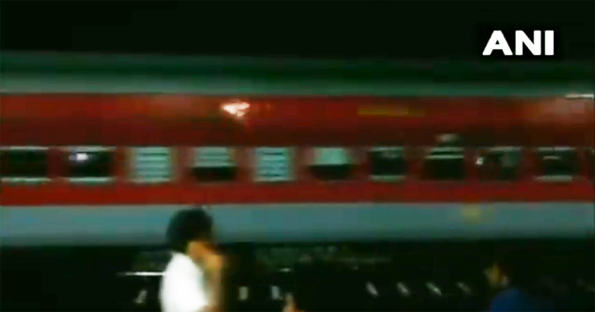 http://www.meranews.com/backend/main_imgs/Ahmedabad-puri-exparess_ahmedabad-puri-express-rolls-without-engine-for-20-km_0.jpg?70