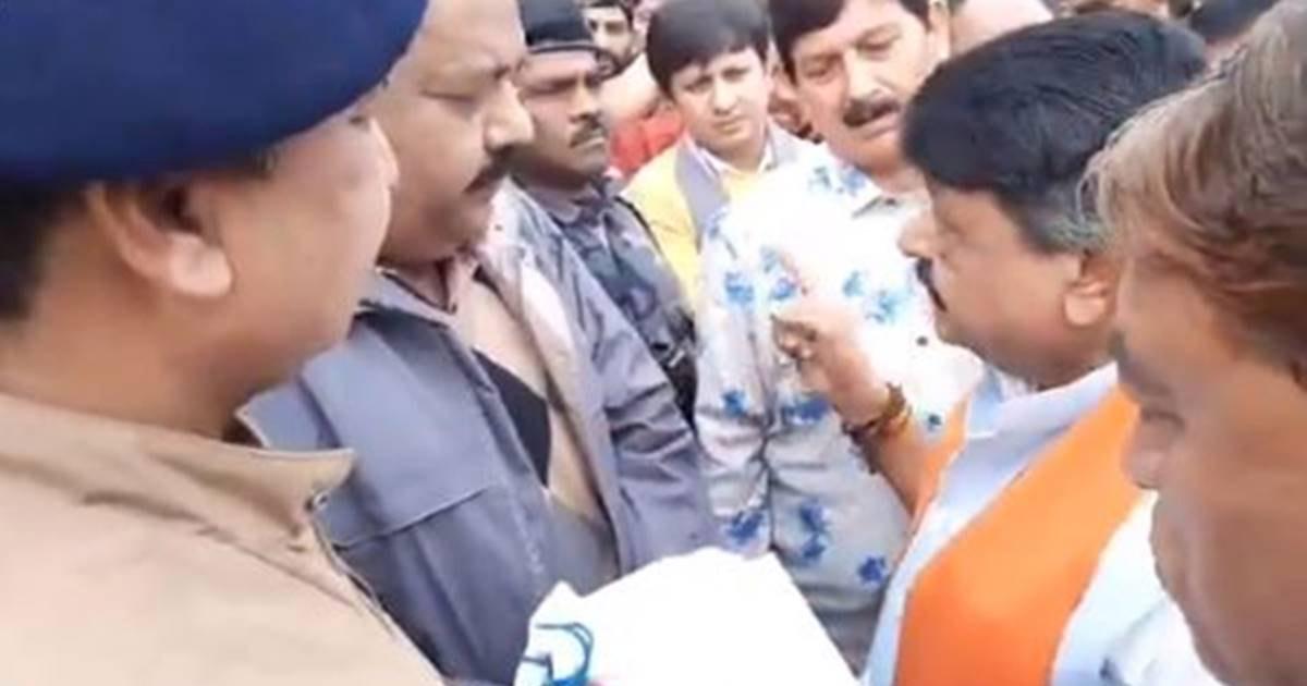 http://www.meranews.com/backend/main_imgs/BJPleadervijayvergiya_bjp-leader-kailash-vijayvargiya-openly-threatening-to-burn_1.jpg?55