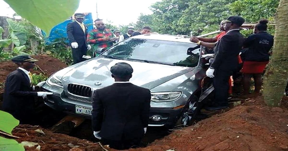 http://www.meranews.com/backend/main_imgs/BMW_man-buries-his-father-inside-a-bmw-in-anambra-nigeria_0.jpg?7
