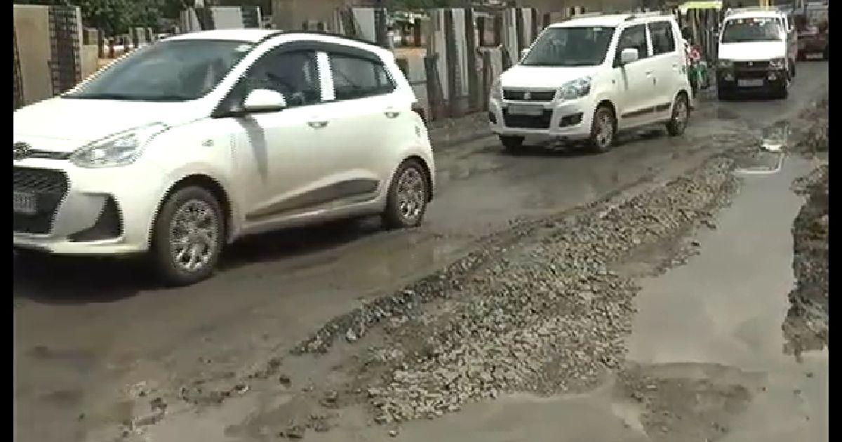 http://www.meranews.com/backend/main_imgs/BadRoadSK_sabarkantha-national-highway-traffic-jam-roads-of-gujarat_2.jpg?18