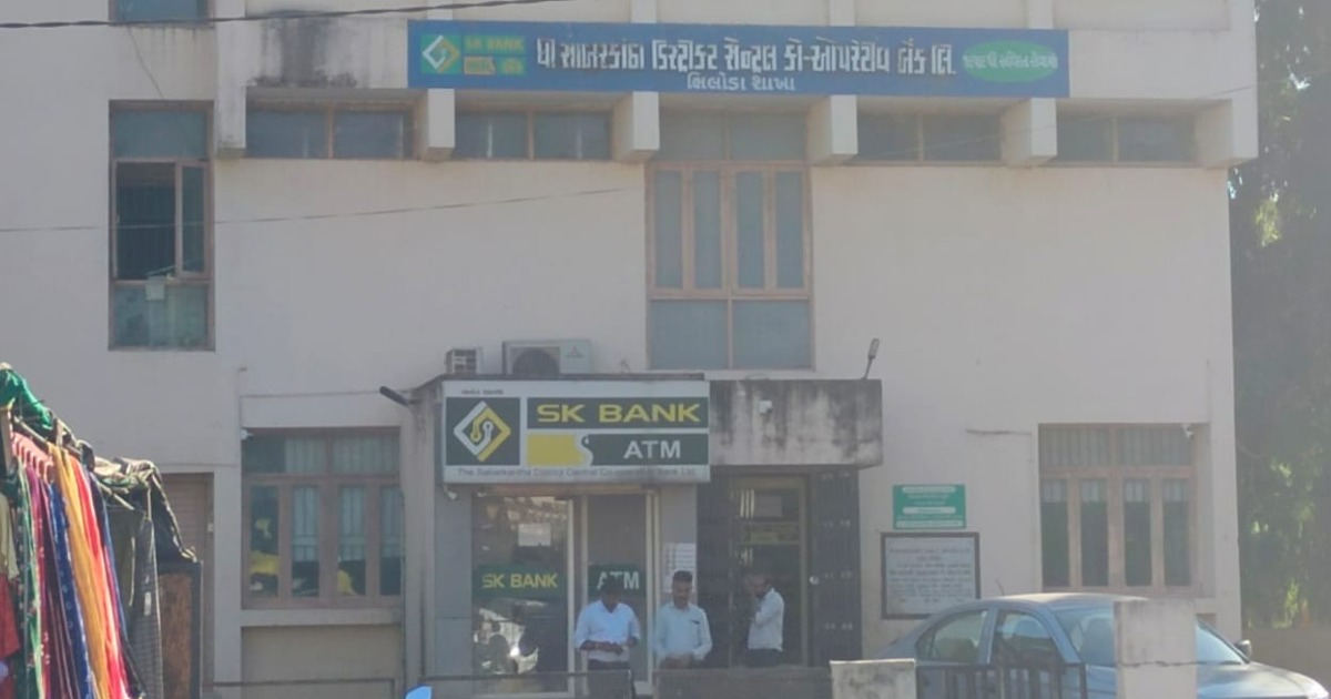 http://www.meranews.com/backend/main_imgs/BankThief_bhiloda-sabarkantha-bank-tabariya-gang-thief-teacher-latest-news_0.jpg?96