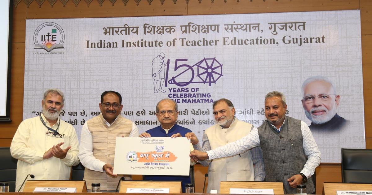 http://www.meranews.com/backend/main_imgs/Bapu-in-schoo_bapu-in-school-iite-going-to-start-new-campaign_0.jpg?64