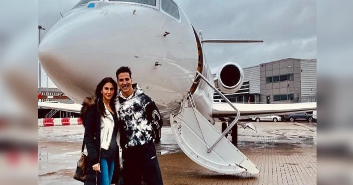 http://www.meranews.com/backend/main_imgs/BellBottomShoot_akshay-kumar-gets-back-home-after-completing-bell-bottom-shoot-vaani-kapoor_4.jpg?67