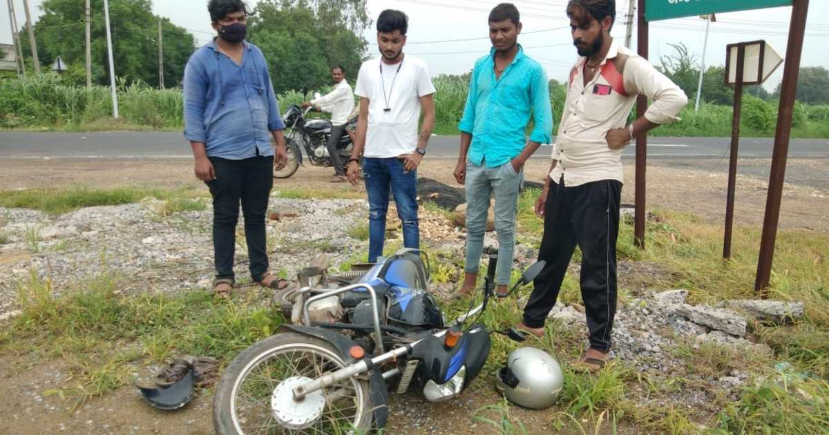 http://www.meranews.com/backend/main_imgs/BikeAccidentsonikpur_aravalli-sonikpur-bike-accident-shamlaji-road-accident-latest-news_1.jpg?78