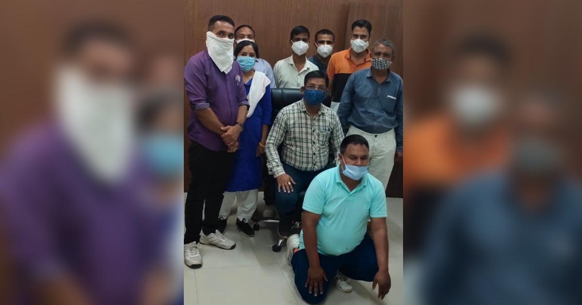 http://www.meranews.com/backend/main_imgs/Bootleggernewslatest_aravalli-bootlegger-himatnagar-accussed-sp-sanjay-kharat-gujarat-police-news_0.jpg?11