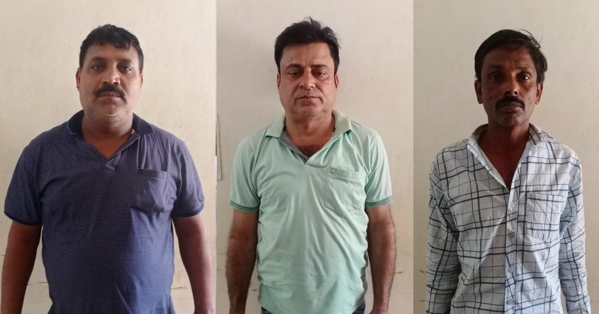 http://www.meranews.com/backend/main_imgs/Bootleggerthree_shamlaji-police-haryana-luxurious-car-liquor-surat-bootlegger-news_1.jpg?62