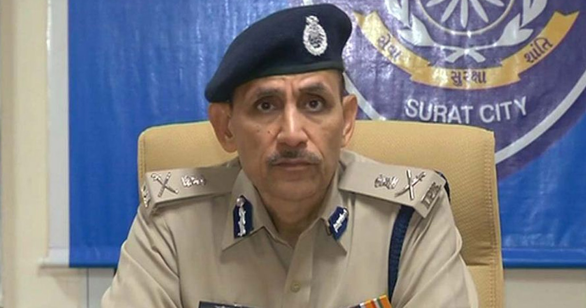 http://www.meranews.com/backend/main_imgs/CP-satish-sharma_surat-police-to-now-say-jay-hind-instead-of-saying-salaam_0.jpg?3