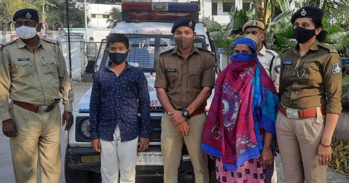 http://www.meranews.com/backend/main_imgs/ChildMissingPolice_himatnagar-father-child-missing-find-child-gujarat-police-latest-news_0.jpg?62