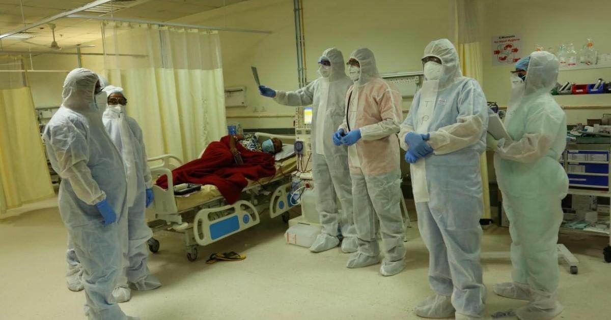 http://www.meranews.com/backend/main_imgs/CoronaWarriors_ahmedabad-civil-hospital-private-hospital-gujarat-covid-hospital_2.jpg?23