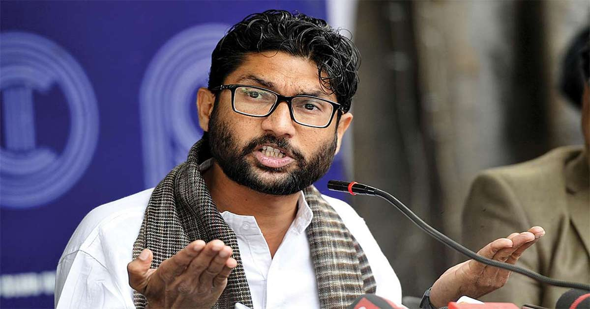 http://www.meranews.com/backend/main_imgs/Dalit_jignesh-mevani-detained-at-jaipur-airport-rajasthan_0.jpg?79