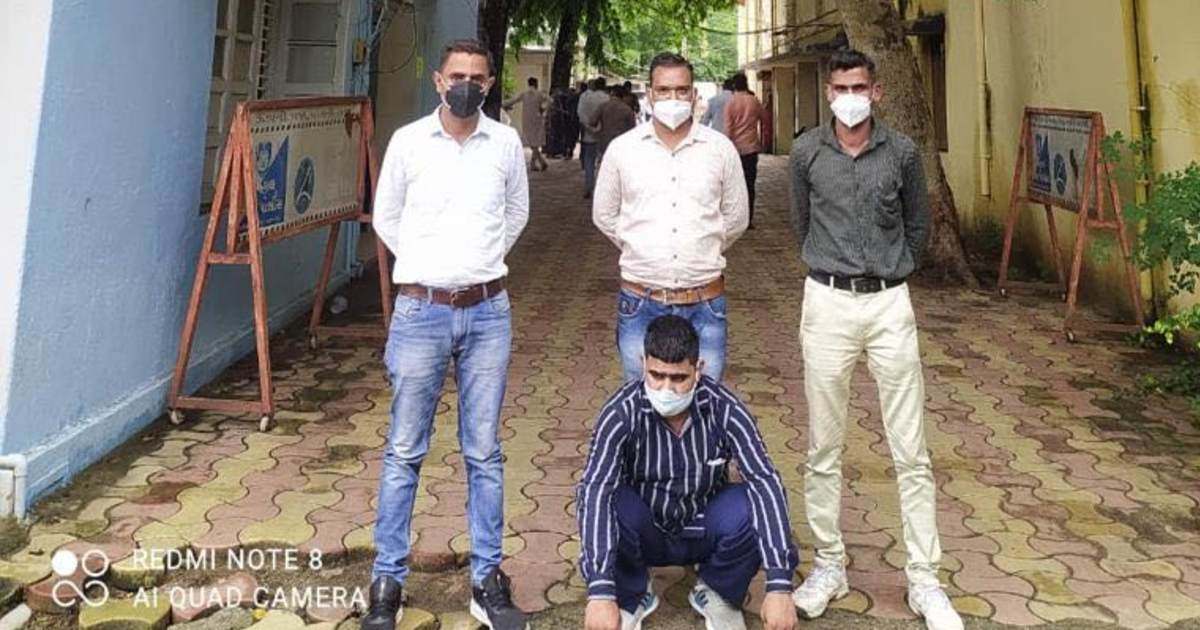 http://www.meranews.com/backend/main_imgs/DhahodFraud_kalol-panchmahal-cyber-police-kalol-police-online-gift-delhi-fraud-news_0.jpg?22