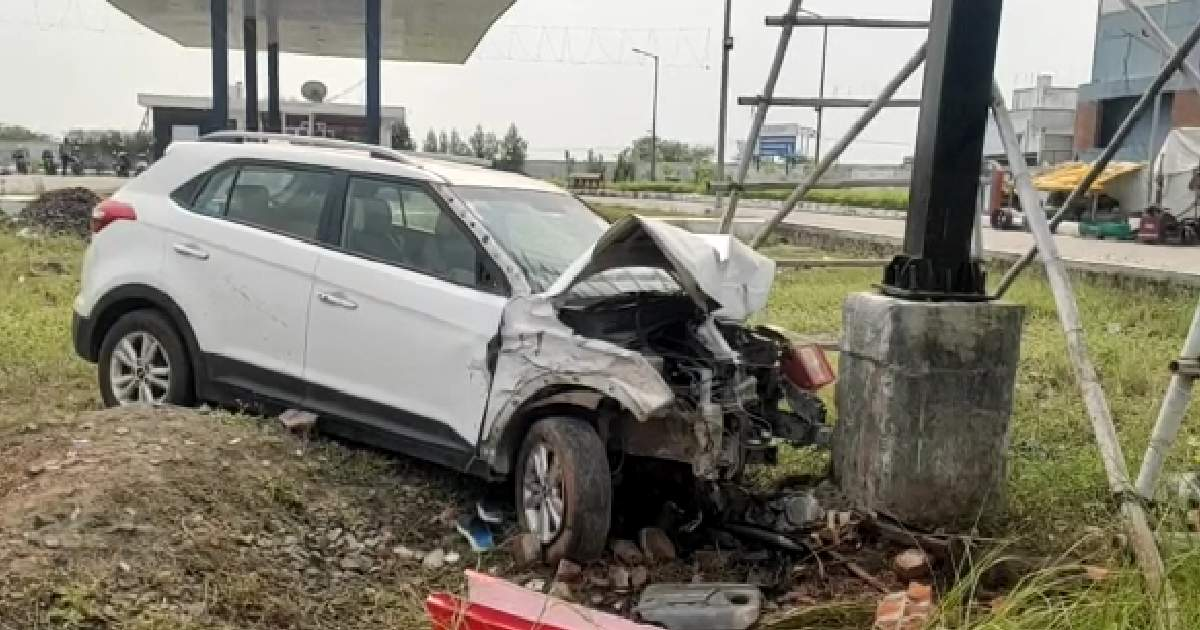 http://www.meranews.com/backend/main_imgs/DrcarAccident_vadodara-sumandeep-vidyapeeth-doctor-car-student-accident-news_2.jpg?50