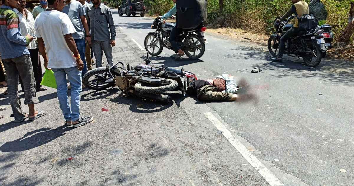 http://www.meranews.com/backend/main_imgs/GirGadhadaAccident_una-gir-gadhda-road-bike-accident-road-accident-latest-news_0.jpg?55