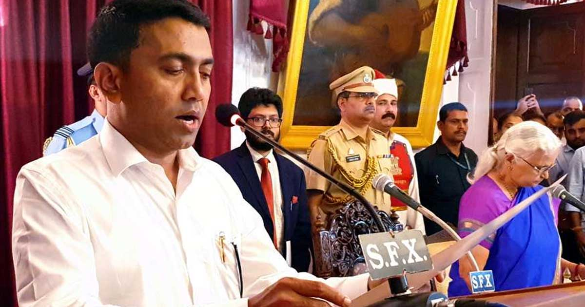 http://www.meranews.com/backend/main_imgs/GoaCMoathceremoney_goa-cm-and-2dycms-oath-ceremony-at-2-am-9-mlas-became-as_0.jpg?24?37