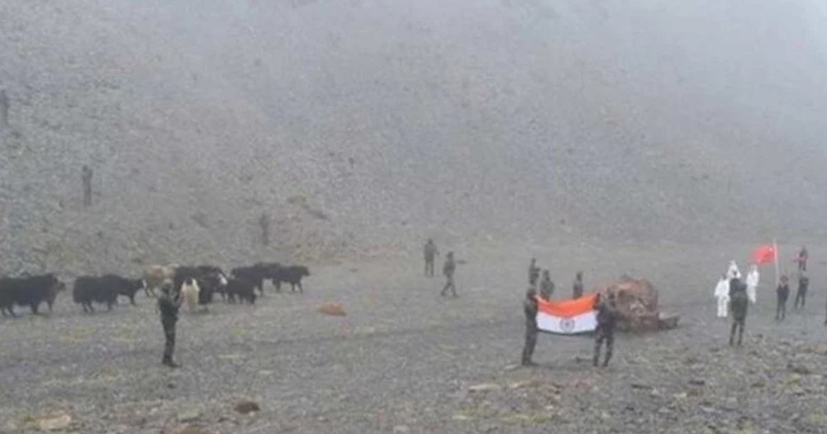 http://www.meranews.com/backend/main_imgs/IndiaChinaDisputeHumane_indian-army-shows-its-humane-gesture-handed-yaks-and-calves-strayed-across-line-of-control_0.jpg?36