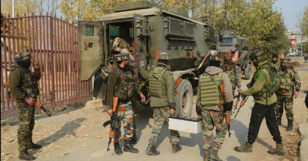 http://www.meranews.com/backend/main_imgs/IndianArmyBSF_jammu-and-kashmir-security-forces-arrest-jaish-e-mohammed-terrotist_0.jpg?5?46