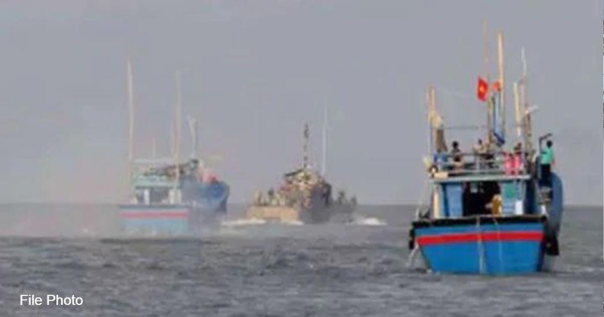 http://www.meranews.com/backend/main_imgs/IndianBoat_kutch-jakhau-fishing-boat-fisherman-kidnap-pakistan-gujarati-news_0.jpg?73