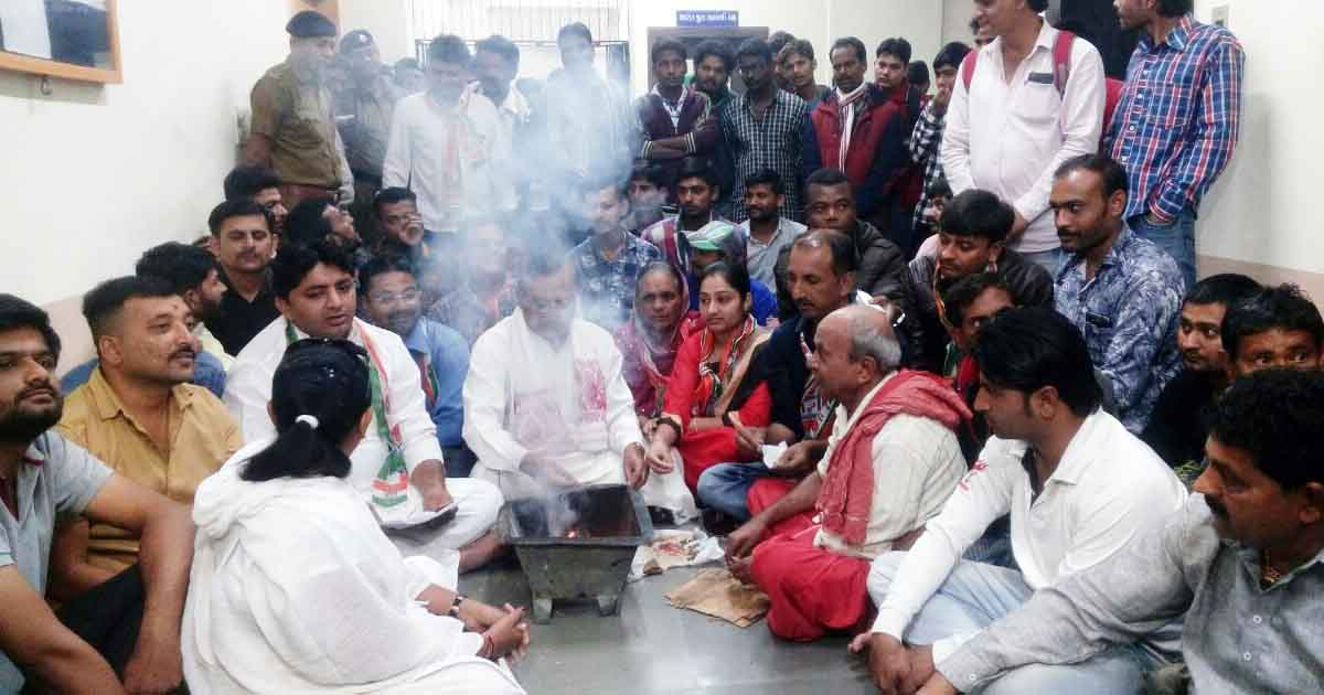http://www.meranews.com/backend/main_imgs/JAMNAGARCORPORATION1final_know-why-opposition-fulfilled-havan-rituals-at-jamnagar-copo_0.jpg?27