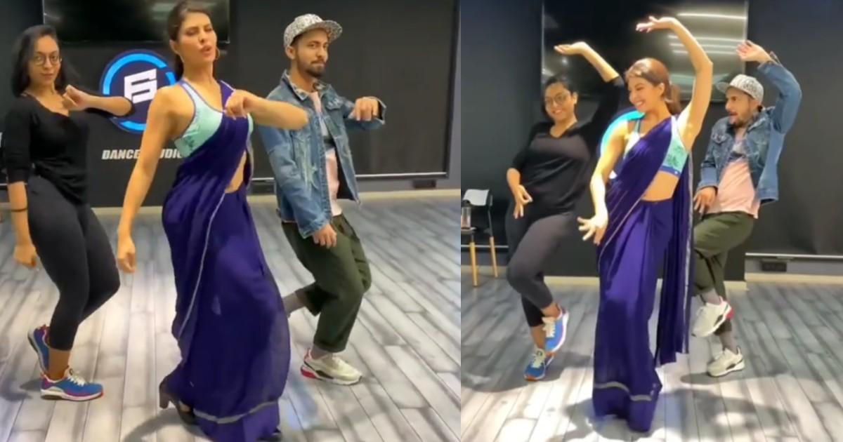 http://www.meranews.com/backend/main_imgs/JacquelineFernandezDance_jacqueline-fernandez-dance-in-blue-saree-on-genda-phool-song-video-viral_0.jpg?32