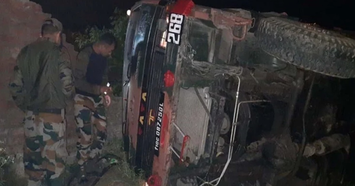http://www.meranews.com/backend/main_imgs/JammuAccident_army-vehicle-skipped-off-from-the-road-in-ramgrah-samba-in-jammu_0.jpg?37