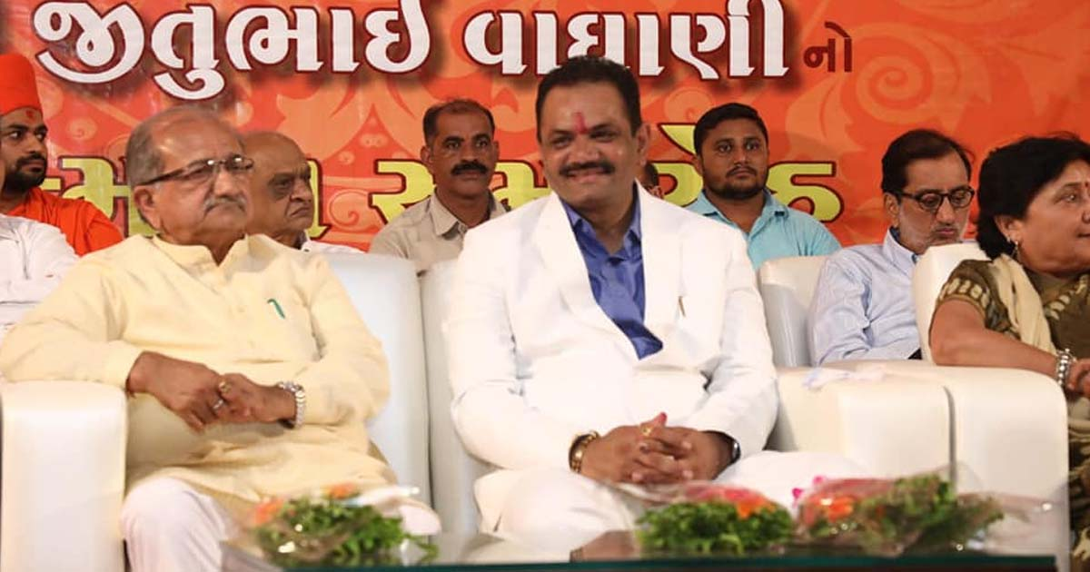 http://www.meranews.com/backend/main_imgs/JituVaghaniBJP2_jitu-vaghani-lost-consciousness-during-speech-in-public-like_0.jpg?88
