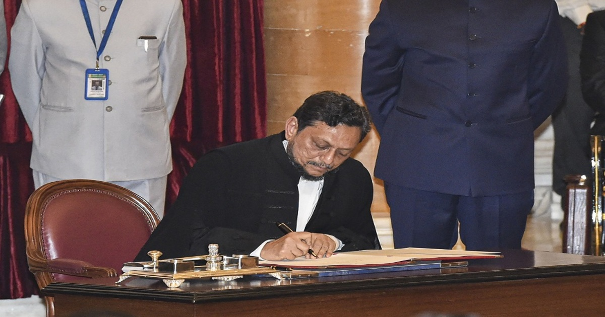 http://www.meranews.com/backend/main_imgs/Justicebobde_justice-sa-bobde-takes-oath-of-47th-chief-justice-of-india_0.jpg?49