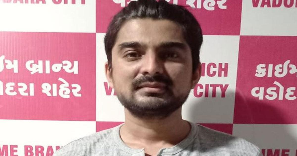 http://www.meranews.com/backend/main_imgs/Kahar_one-arrested-by-vadodara-police-for-cm-speech-manipulate_0.jpg?11?8