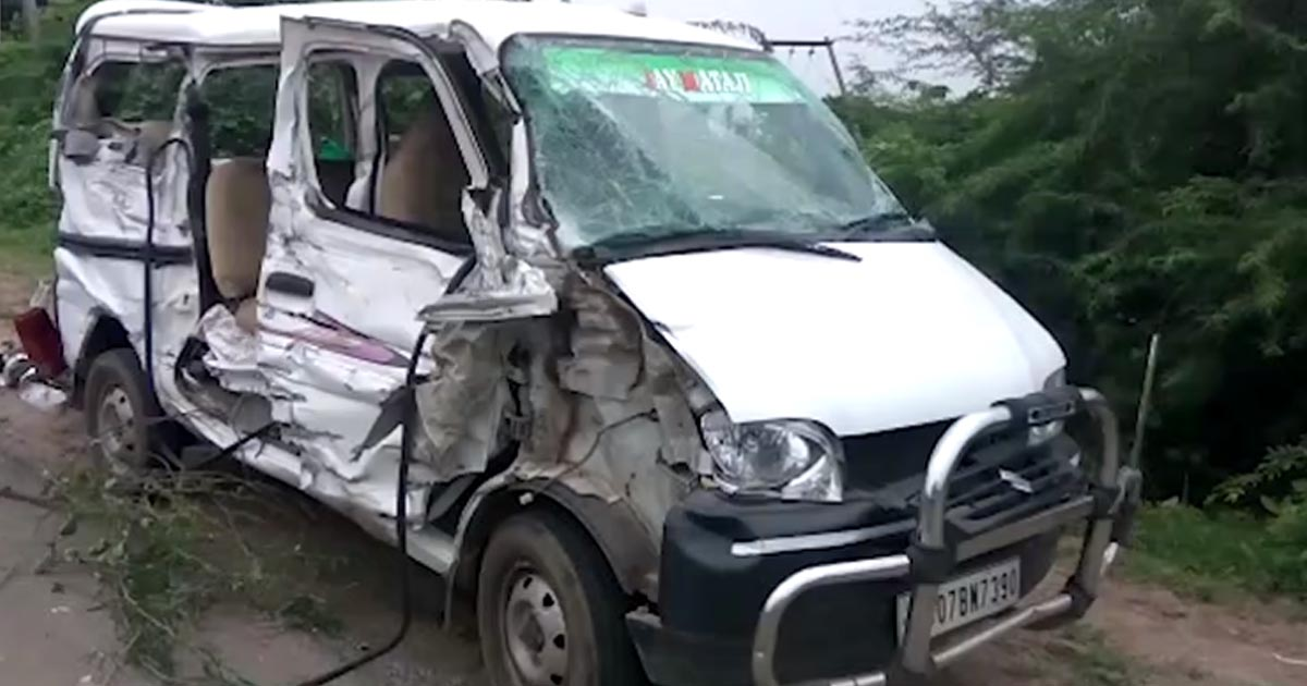 http://www.meranews.com/backend/main_imgs/Kapadvanjaccident_three-people-died-in-accident-with-truck-at-kapadvanj-2-inj_0.jpg?49