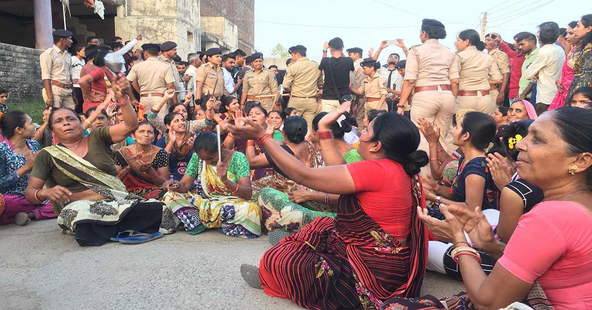 http://www.meranews.com/backend/main_imgs/Khabisar_gujarat-fir-agasint-45-in-attacks-on-dalit-marriage-process_0.jpg?97