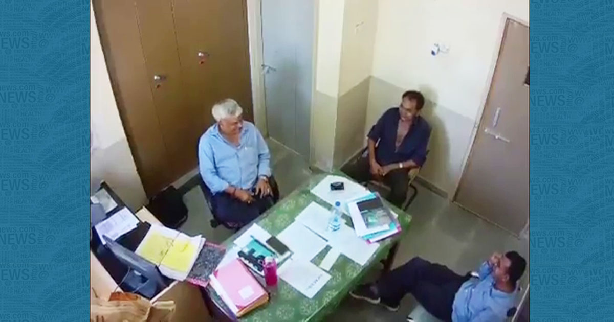 http://www.meranews.com/backend/main_imgs/KutchPGVCLimage_kutch-liquors-delivery-in-pgvcl-office-of-bhachau-watch-t_0.jpg?45