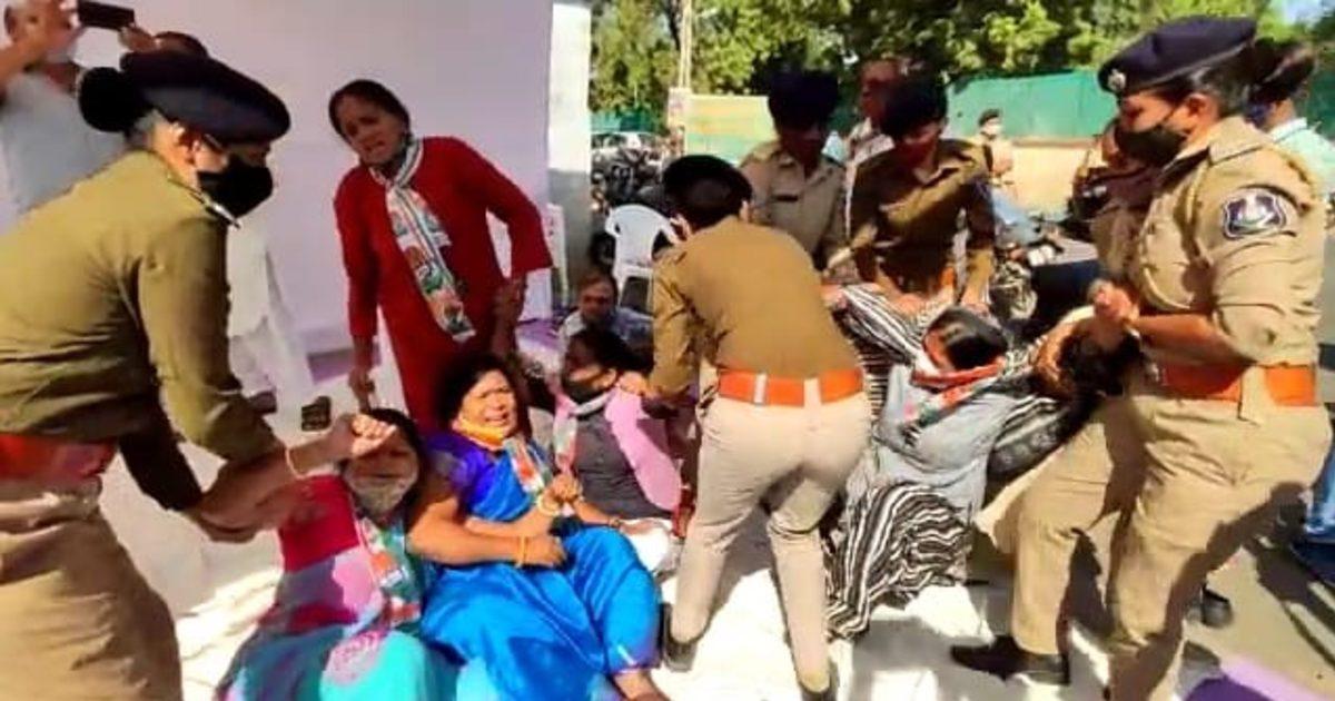 http://www.meranews.com/backend/main_imgs/KutchPoliceCongress(1)_kutch-bhuj-police-delhi-police-farmers-protest-farm-bills-congress-gujarat_3.jpg?28