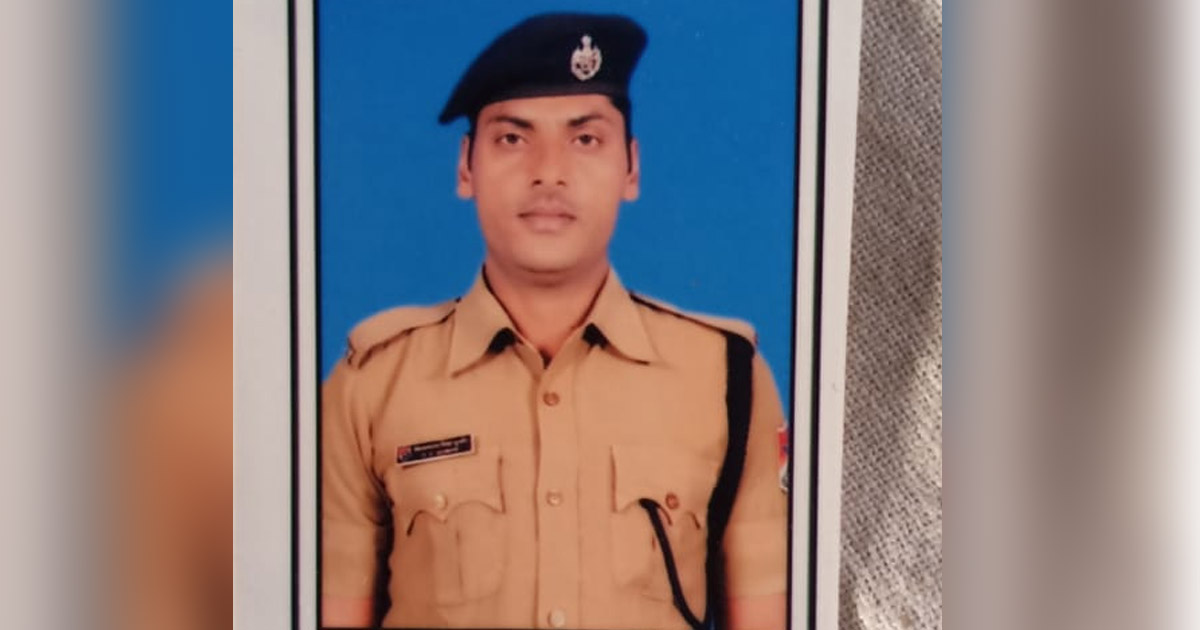 http://www.meranews.com/backend/main_imgs/KutchPoliceRPFjawansavepeople_kutch-rpf-jawan-said-you-capture-my-video-if-i-died-then_0.jpg?4