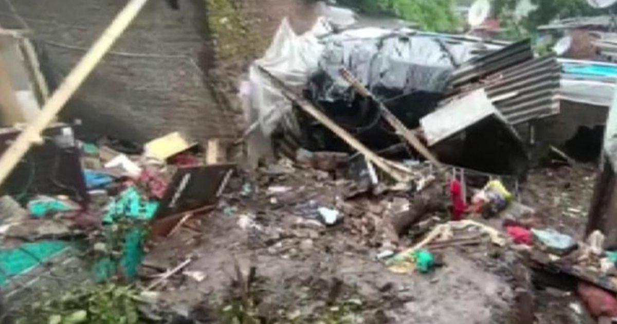 http://www.meranews.com/backend/main_imgs/Landslidemumbai_mumbai-rain-updates-15-people-died-due-to-landslide-in-mumbai-due-heavy-rain-ndrf_2.jpg?53
