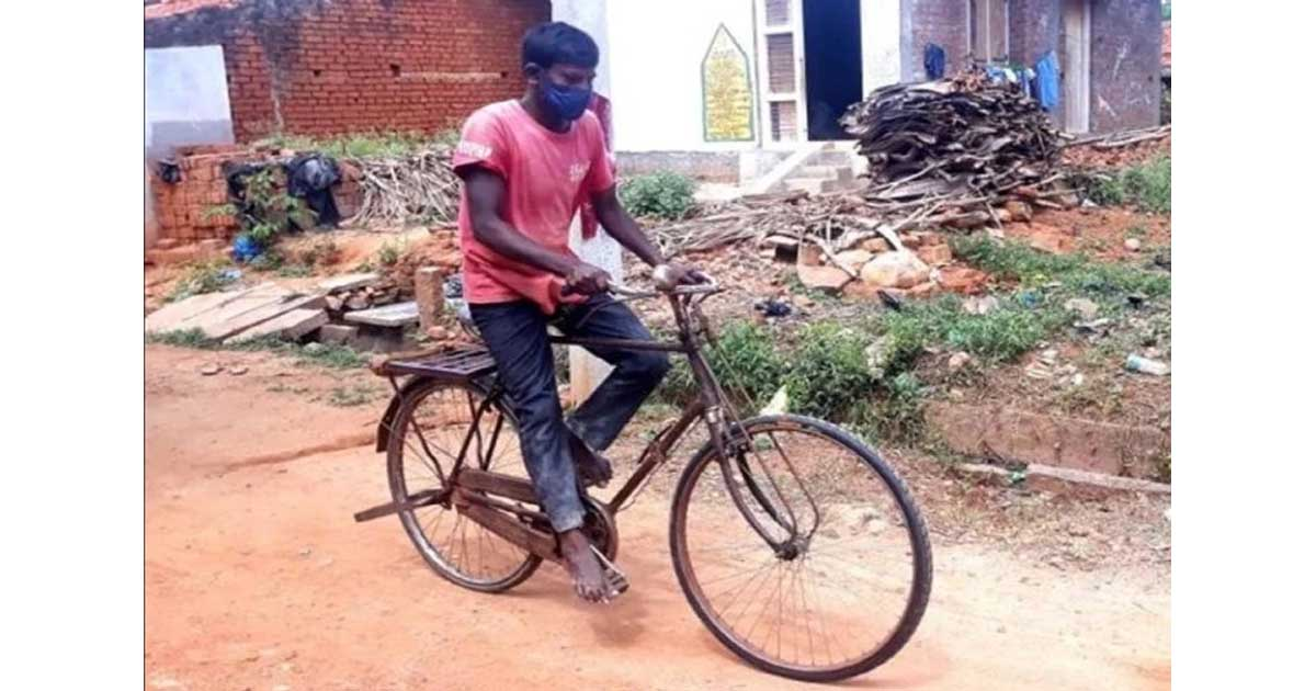 http://www.meranews.com/backend/main_imgs/Love_father-cycles-300-km-to-buy-medicines-father-and-son-karnataka_0.jpg?2?92