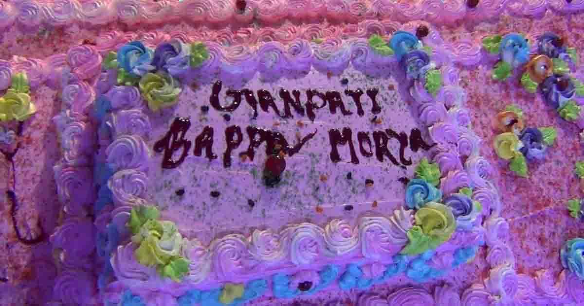 http://www.meranews.com/backend/main_imgs/MODASAGANPATI2_modasa-72-kg-cake-on-birthday-of-ganeshji-at-siddhi-vinayak_0.jpg