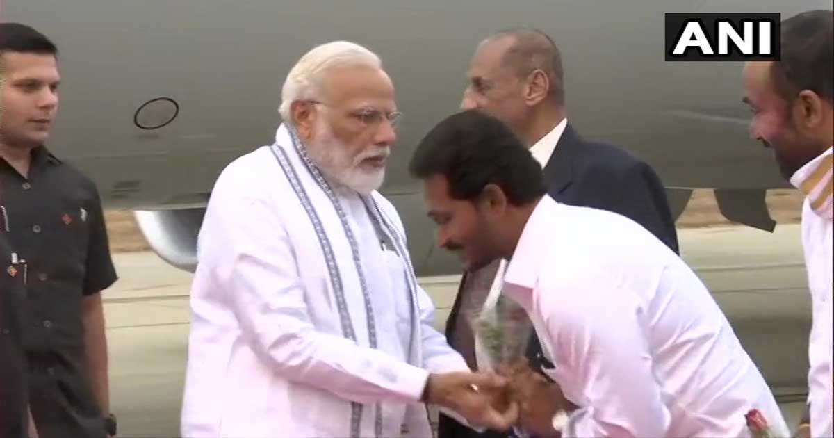 http://www.meranews.com/backend/main_imgs/MODISHRILANKA_pm-modi-arrives-in-sri-lanka-on-second-leg-of-his-first-fore_0.jpg?72?21