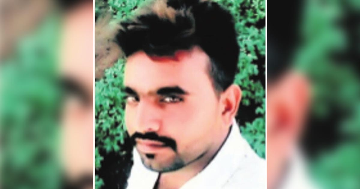 http://www.meranews.com/backend/main_imgs/Mahacyclonefarmersuicide_jetpur-young-farmer-commit-suicide-due-to-loss-and-liabilit_0.jpg?6