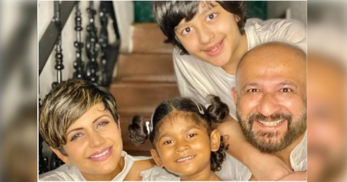 http://www.meranews.com/backend/main_imgs/MandirabediRajKaushal_mandira-bedis-husband-raj-kaushal-passed-away-this-morning-heart-attack_0.jpg?54