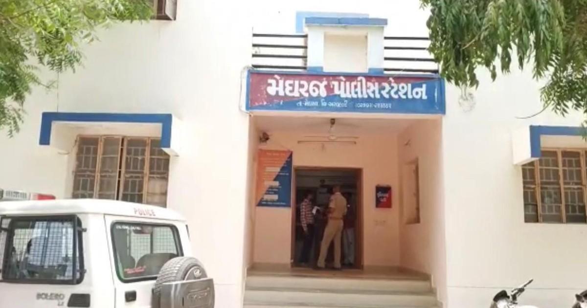 http://www.meranews.com/backend/main_imgs/MeghrajPolice(3)_meghraj-police-rajasthan-love-affair-gujarat-minor-girl-aravalli_0.jpg?43