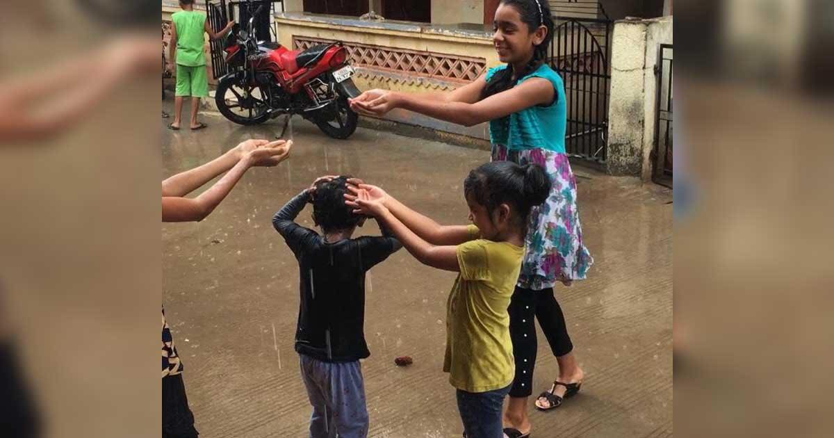 http://www.meranews.com/backend/main_imgs/MonsoonRain_aravalli-uttar-gujarat-rain-in-gujarat-monsson-2021-enjoy-child-farmers_0.jpg?43