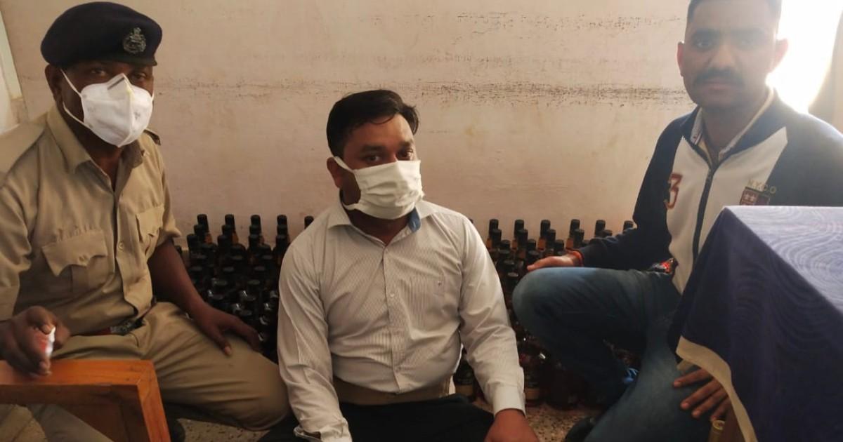 http://www.meranews.com/backend/main_imgs/NikolBootlegger_ahmedabad-nikol-bootlegger-liquor-isari-police-aravalli-gujarat-police_0.jpg?51