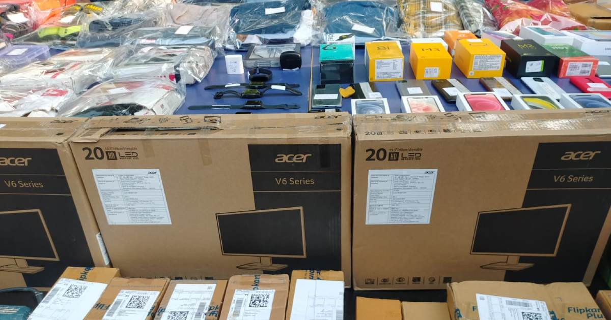 http://www.meranews.com/backend/main_imgs/OnlineFraud_ahmedabad-cyber-crime-online-shopping-iphone-acer-tv-scam-fraud-news_0.jpg?2