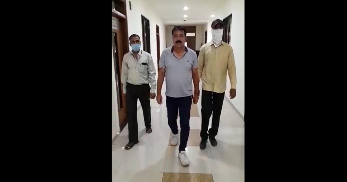 http://www.meranews.com/backend/main_imgs/PIKuresi_ahmedabad-pi-kureshi-bribe-case-acb-gujarat-remand-gujarat-police_0.jpg?71